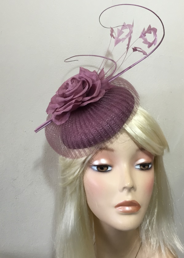 The Latest Fashion Fascinators & Hats from Australia Whether you are from Australia or anywhere around the world, we will ship everything from our online fascinator shop right to your door. Browse our listings by price or occasion, and find something you will love.